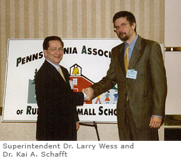 award_2006_Cambria - Larry Wess shaking Kai Schafft's hand